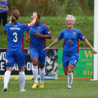 Jess-Fishlock-celebrates